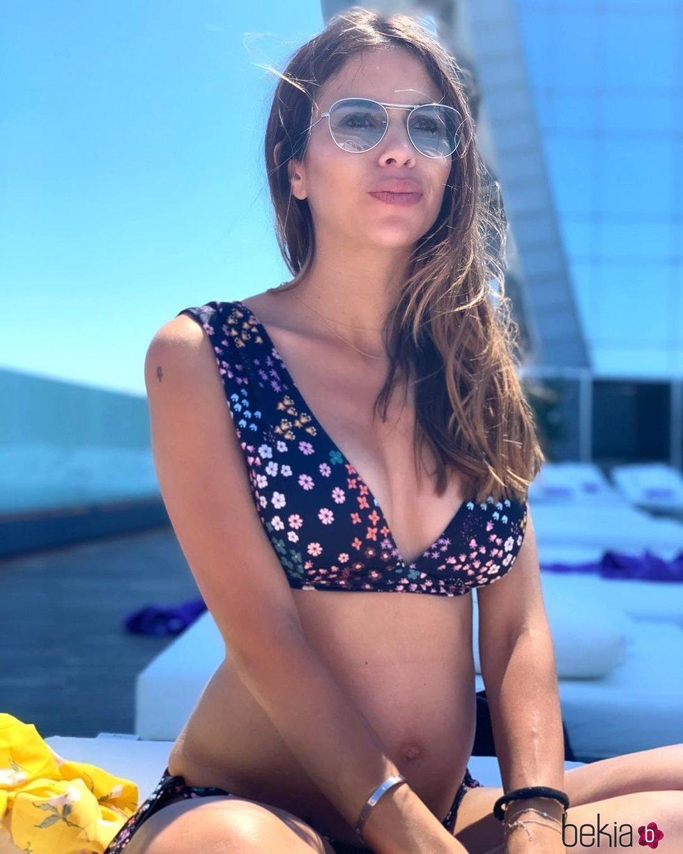 Melissa Jiménez presume de tercer embarazo en bikini