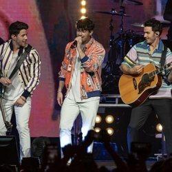 Los Jonas Brothers cantando juntos tras su vuelta a los escenarios