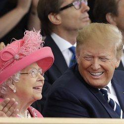 La Reina Isabel II y Donald Trump en el 75 aniversario del Dia-D durante su Viaje de Estado a Reino Unido