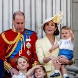 Los Duques de Cambridge con sus hijos Jorge, Carlota y Luis en Trooping the Colour 2019