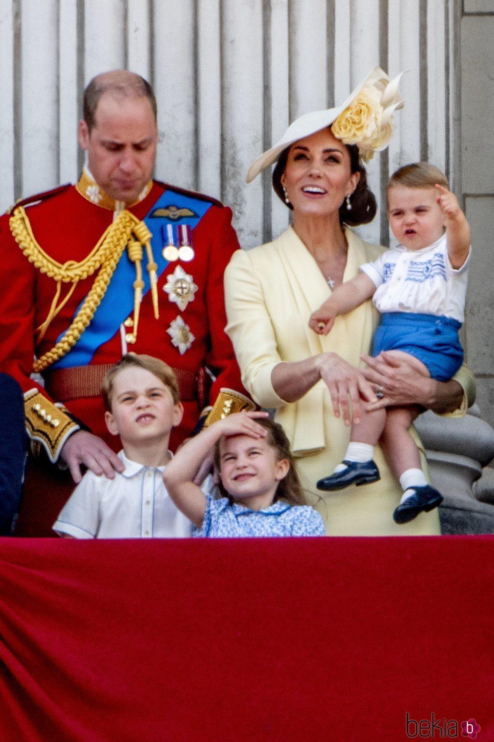 Los Duques de Cambridge con sus hijos Jorge, Carlota y Luis en Trooping the Colour 2019
