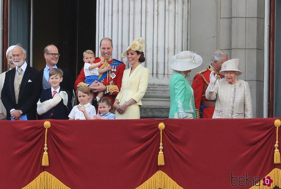 La Reina Isabel, el Príncipe Carlos, Camilla Parker, los Duques de Cambridge y sus hijos en Trooping the Colour 2019