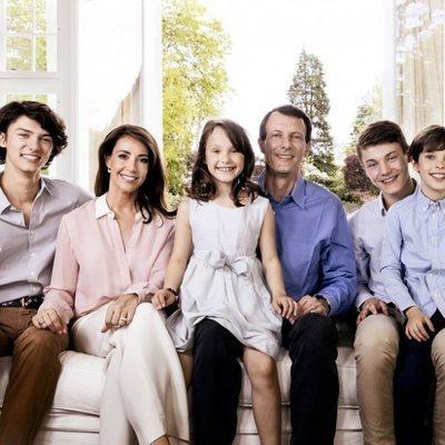 Joaquín y Marie de Dinamarca posan con sus hijos Nicolás, Félix, Enrique y Athena