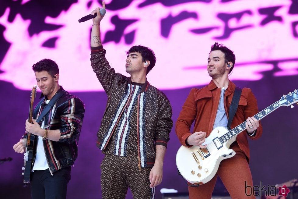 Los Jonas Brothers en un concierto en Wembley