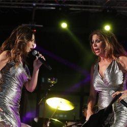 Las Azúcar Moreno sobre el escenario en un concierto en Getafe