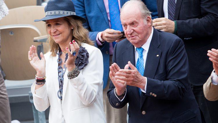 El Rey Juan Carlos y la Infanta Elena aplaudiendo a Rafa Nadal tras su victoria