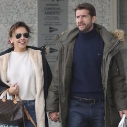 Chenoa paseando con Miguel Sánchez Encina por Madrid