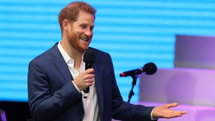 El Príncipe Harry da un discurso en su acto benéfico contra el Sida