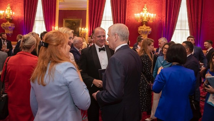 El Príncipe Andrés y Sarah Ferguson en un evento de Pitch at Palace en St James's Palace