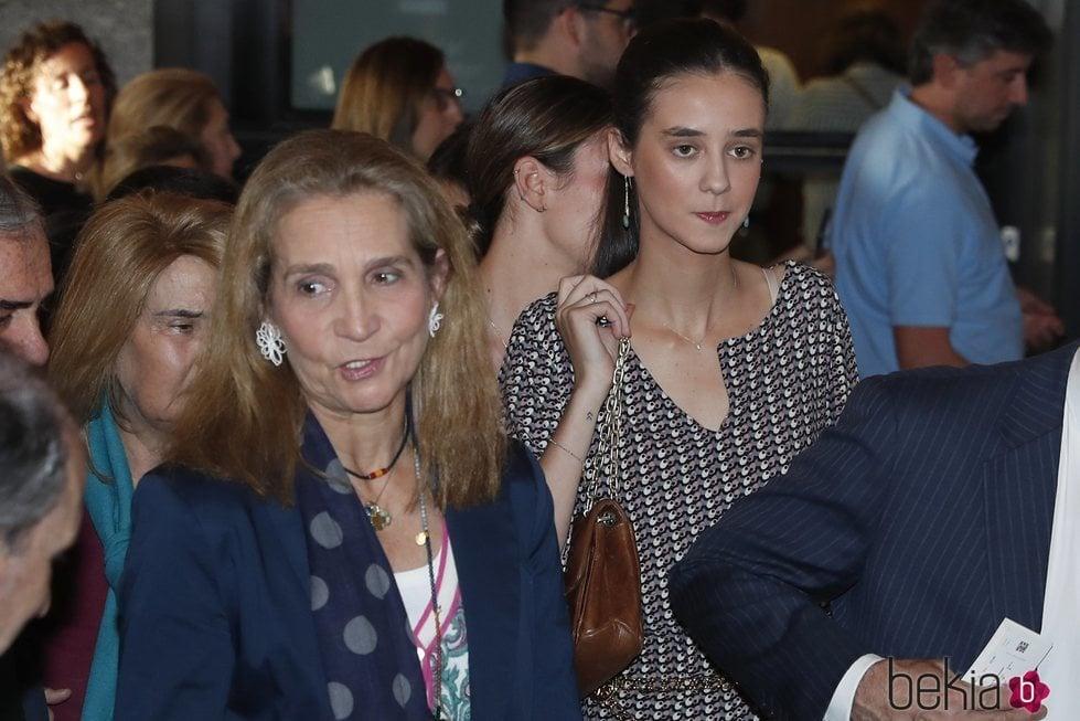La Infanta Elena y Victoria Federica de Marichalar en un concierto en el Teatro Real