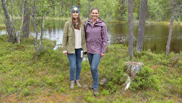 Victoria de Suecia y Sofia Hellqvist en Dalarna