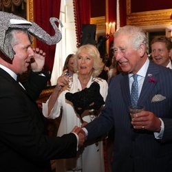 Príncipe Carlos y Camilla Parker en la fiesta de máscaras de Elephant Family
