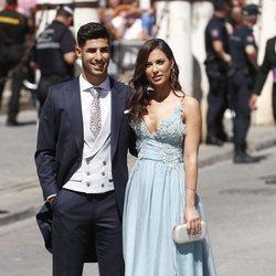 Marco Asensio y Sandra Garal a su llegada a la boda de Pilar Rubio y Sergio Ramos
