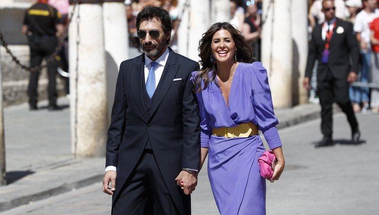 Nuria Roca y su marido Juan del Val  a su llegada a la boda de Pilar Rubio y Sergio Ramos