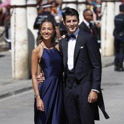 Álvaro Morata y su mujer Alice Campello a su llegada a la boda de Pilar Rubio y Sergio Ramos