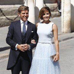 Manuel Díaz 'El Cordobés' y Virginia Troconis a su llegada a la boda de Pilar Rubio y Sergio Ramos