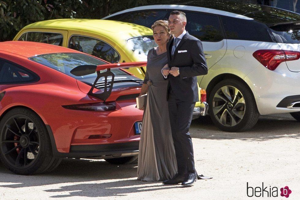 Iago Aspas llegando a la Iglesia junto a su madre el día de su boda con Jennifer Rueda