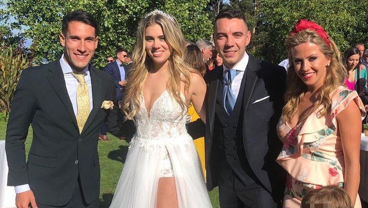 Iago Aspas y Jennifer Rueda posando con Hugo Mallo y su mujer