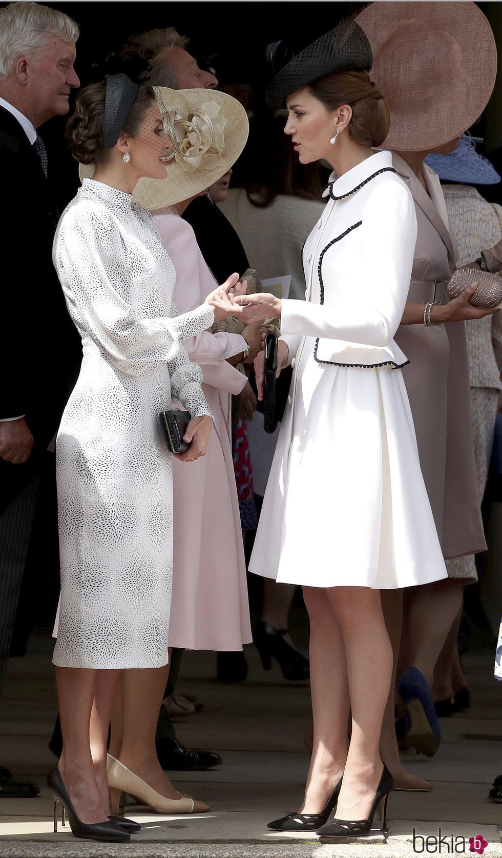 La Reina Letizia y Kate Middleton hablando en la procesión de la Orden de la Jarretera
