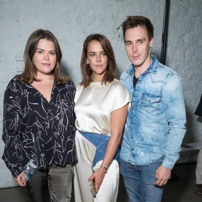 Pauline Ducruet posa con sus hermanos tras la Paris Fashion Week 2019