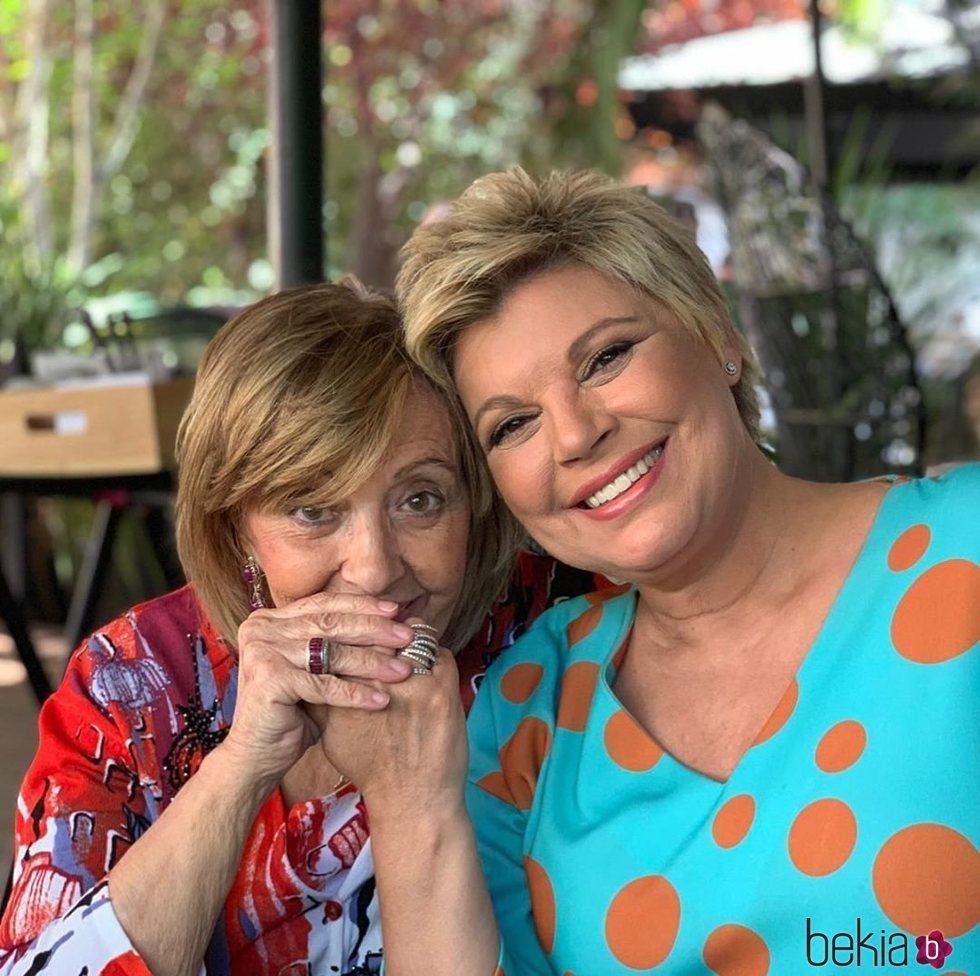 Terelu Campos y María Teresa Campos en el cumpleaños de la madre