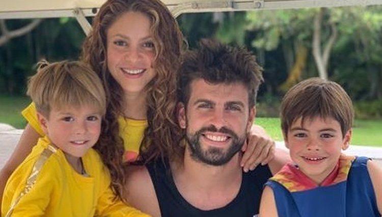 Shakira y Gerard Piqué con sus hijos Sasha y Milan de vacaciones