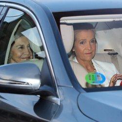 La Infanta Elena y la Reina Sofía llegando a la puesta de largo de Victoria Federica