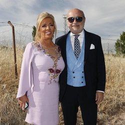 Carmen Borrego y su marido José Carlos Bernal en la boda de Belén Esteban y Miguel Marcos