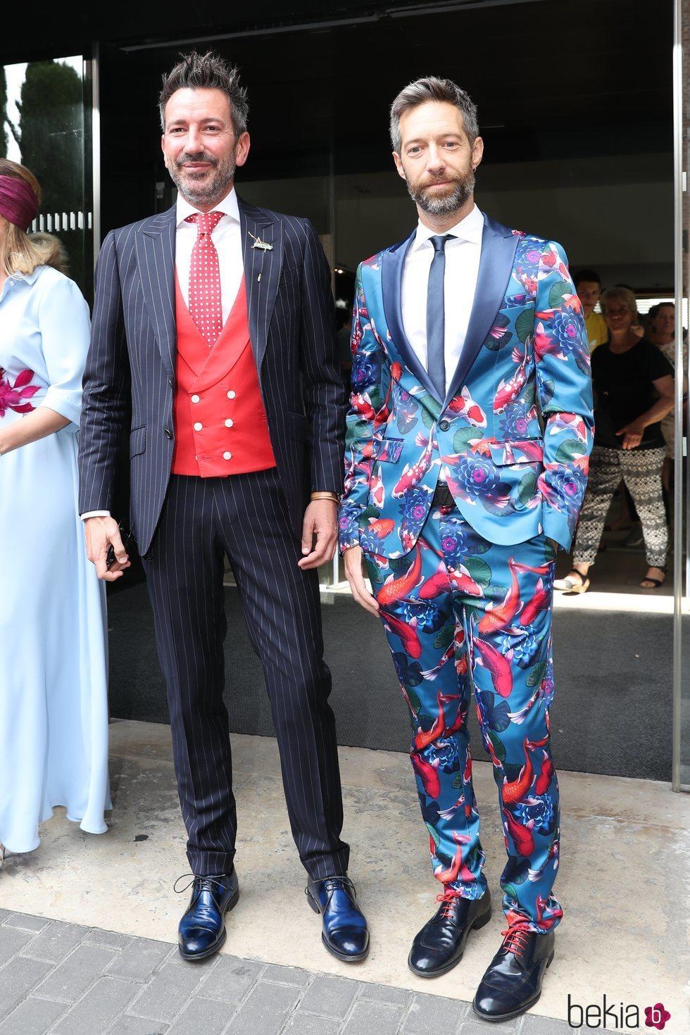 David Valldeperas y su pareja en la boda de Belén Esteban y Miguel Marcos