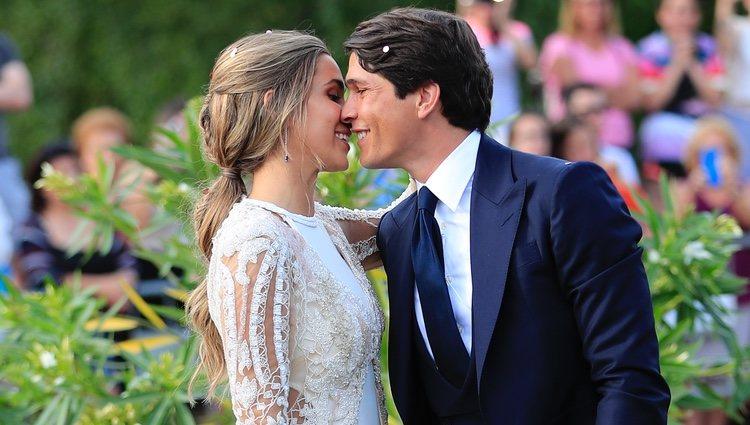 María Pombo y Pablo Castellano, cariñosos tras darse el 'sí, quiero'