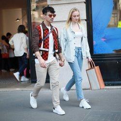 Joe Jonas y Sophie Turner de compras en París