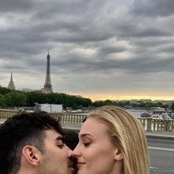 Joe Jonas y Sophie Turner derrochan su amor en París