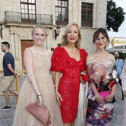 Carmen Lomana y Antonia San Juan en la boda de Ainhoa Arteta y Matías Urrea