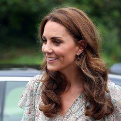 Kate Middleton muy sonriente en la Royal Photgraphic Society