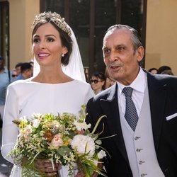 Rocío Osorno acompañada de su padre el día de su boda