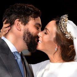 Rocío Osorno y Coco Robatto se besan tras convertirse en marido y mujer