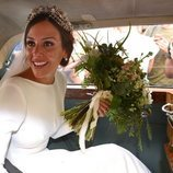 Rocío Osorno vestida de novia en el coche nupcial