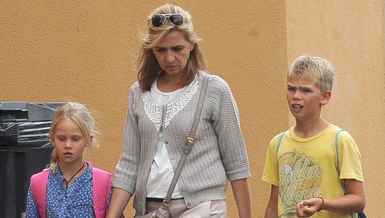 La Infanta Cristina con sus hijos Miguel e Irene Urdangarin en Ginebra