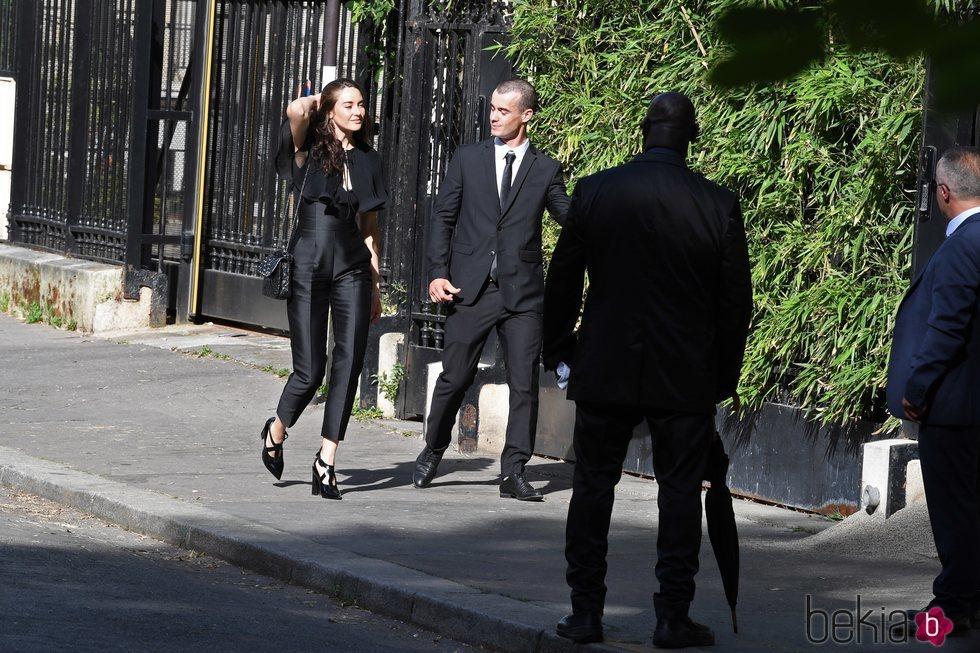 Shailene Woodley en la boda de Zoë Kravitz y Karl Glusman