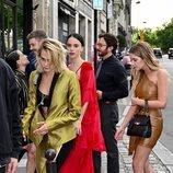 Cara Delevingne y otras amigas en la boda de Zoë Kravitz y Karl Glusman