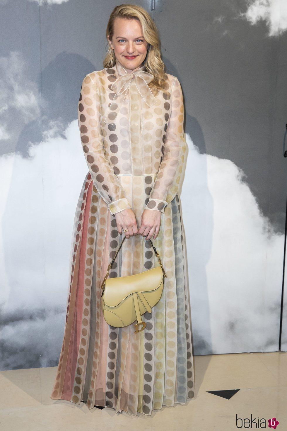 Elisabeth Moss en el desfile Alta Costura Otoño/Invierno 2019-2020 de Dior en París