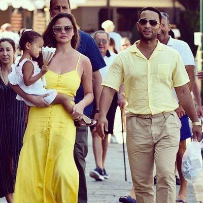 John Legend y Chrissy Teigen pasean con su hija Luna en Portofino