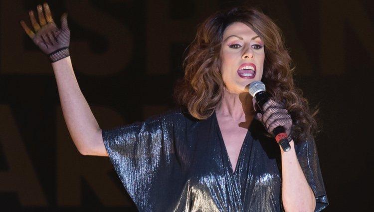 Deborah Ombres durante una actuación