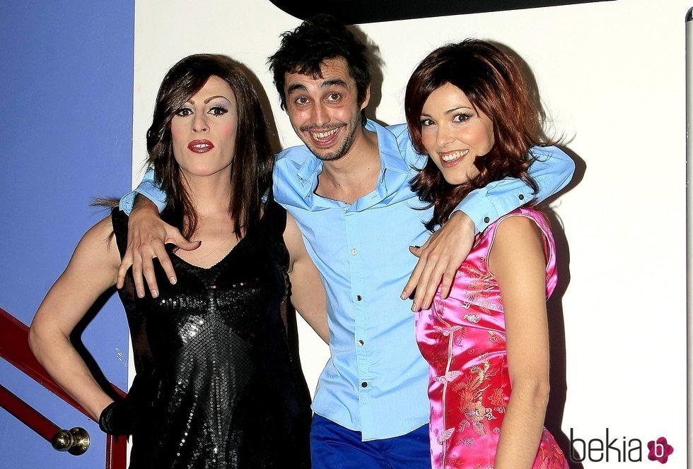 Deborah Ombres, Canco Rodríguez y Cristina Urgel presentando una obra de teatro
