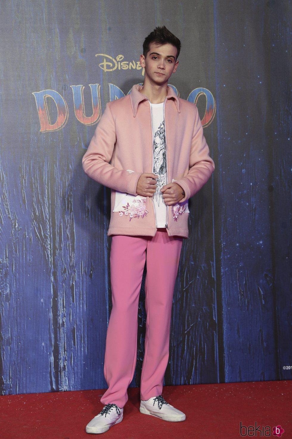 Dave Zulueta posando en la premiere de 'Dumbo'