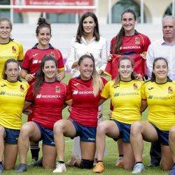 La Reina Letizia acude al entrenamiento de rugby femenino español