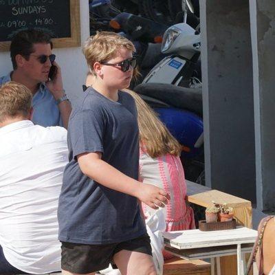 Príncipe Sverre Magnus paseando en sus vacaciones por Formentera