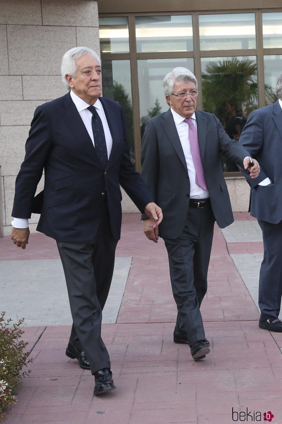 Juan Palacios y Enrique Cerezo en el tanatorio de Arturo Fernández