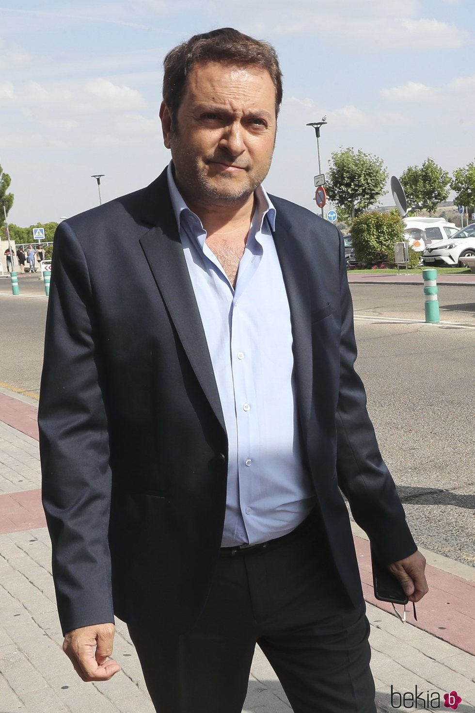 Albert Castillón en el tanatorio de Arturo Fernández