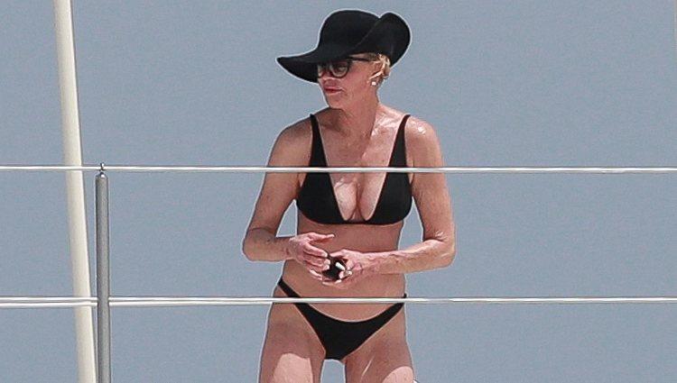 Melanie Griffith pasea en yate por Ibiza